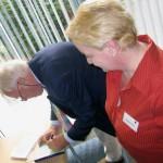 Ерик ван Шлотен надписва за Алена, най-новата си книга
