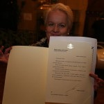 Алена с поздравителна картичка от премиера Бойко Борисов