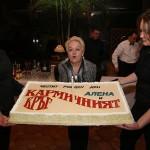 Алена с празничната торта