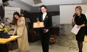 """Главният секретар на Виенския клуб получи грамота и плакет от сдружение """"Деца с онкохематологични заболявания"""""""
